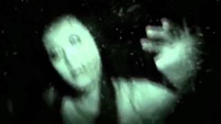 Зомби девочка в белом на заснеженной дороге. Страшилка жесть!
