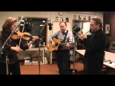 """The Roundstone Buskers Performing """"Uncle Rat"""" On WGLT"""