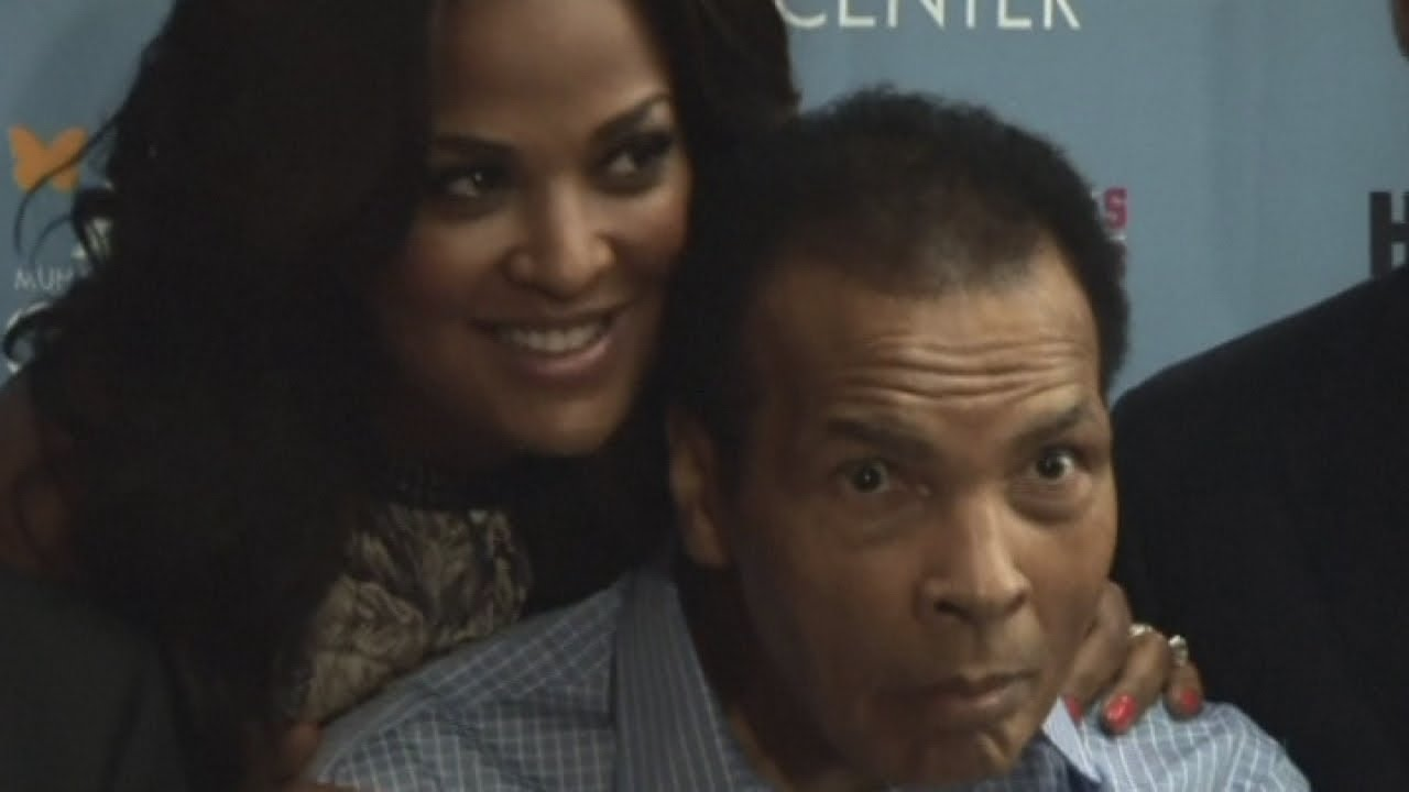 Muhammad Ali makes rare public appearance with his family