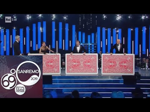 Sanremo 2019 - La comicità del Mago Forest sul palco dell'Ariston