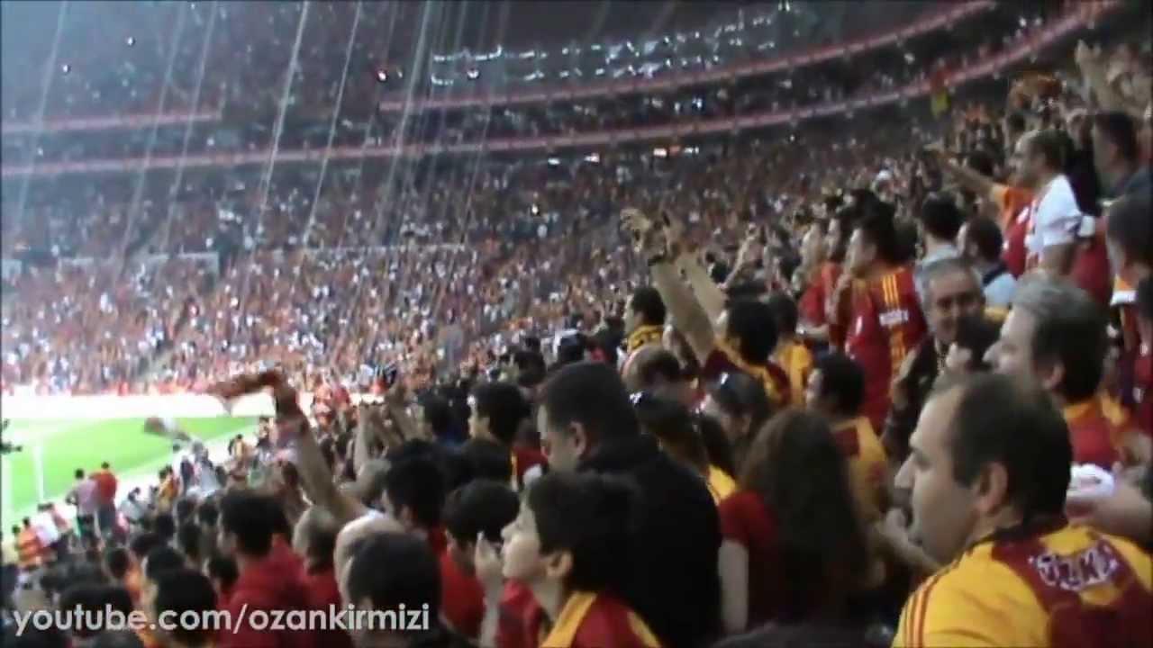 Burak'ın İlk Golü Sonrası Fener Ağlama & Açılan Pankart