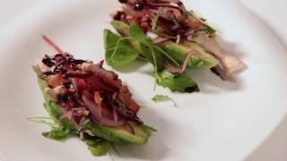 Рецепт: как приготовить салат из авокадо, овощей и курицы