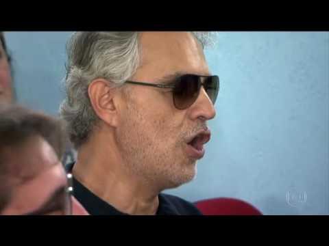 Andrea Bocelli canta com detentos em Guarulhos - Bom Dia Brasil - 16/10/2016
