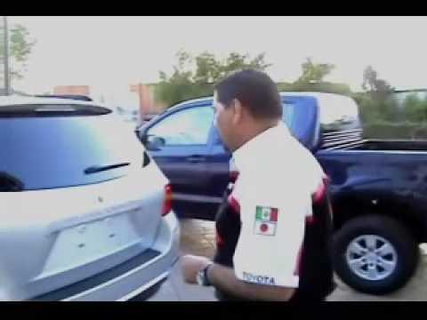 Como Bajar La Llanta De Refaccion Para La Toyota