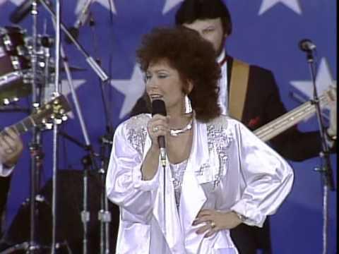 Loretta Lynn - You Ain't Woman Enough (To Take My Man) (Live at Farm Aid 1985)