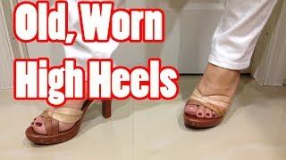 Walking in cute brown worn wooded high heel sandals with painted red toes.  Tacones altos.