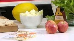Leipäjuustosalaatti ja puolukkakastike