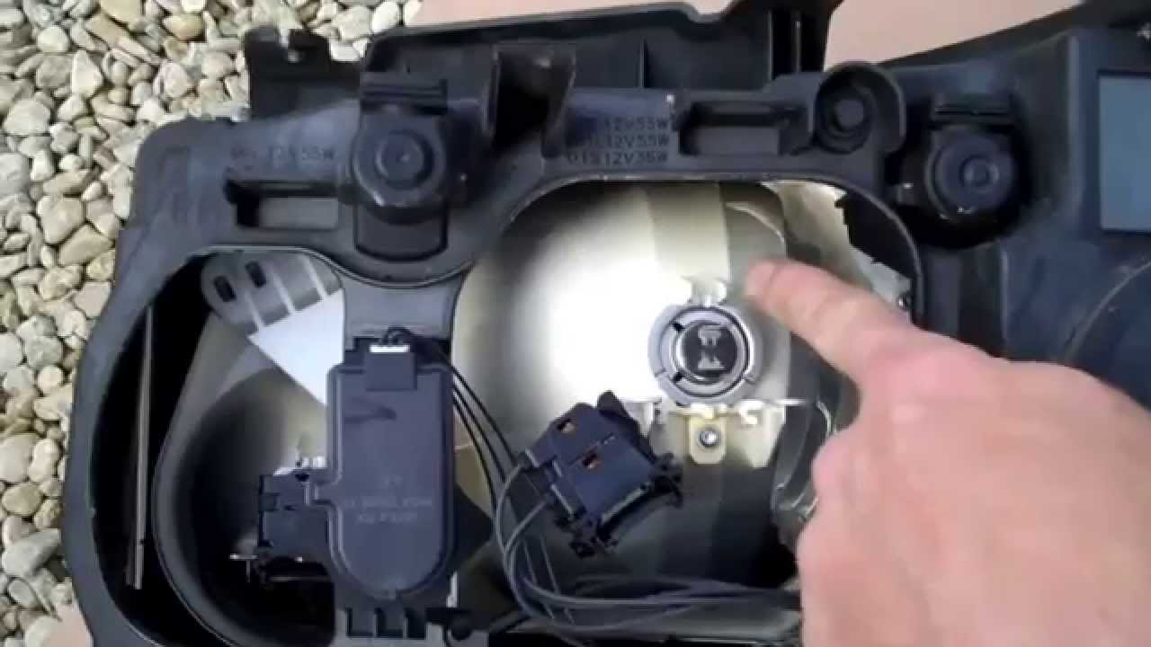 How To Change A Headlight Bulb On A Land Rover Freelander