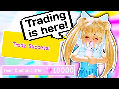 TRADING IS FINALLY HERE AND IT WORKS? // Roblox Royale High School