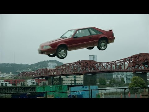 mackin - Watch Cobie Smulders Jump Portland's Broadway Bridge