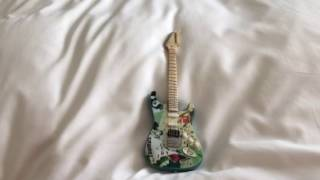BILLIE JOE MINI GUITAR (IM IN LONDON!!) [RandomVlogs #1]