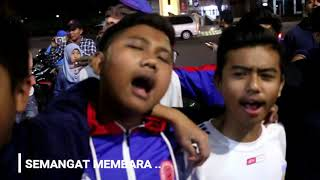 MERINDINK!!! AREMANIA MENYANYIKAN LAGU TEGAR - AREMA VOICE