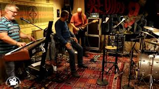 Red Hot Blues Band - Im tore down