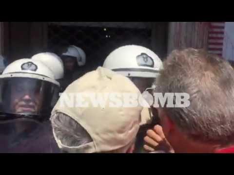 newsbomb.gr: Ένταση έξω από το υπουργείο Εσωτερικών