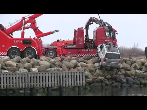 Heavy Recovery Trucks - Volvo FM 8x4 vs Opel in Water