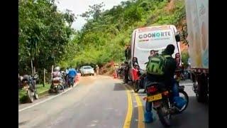 Derrumbes bloquean la vía Puerto Berrío-Medellín y arrasaron con dos viviendas