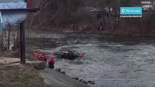 Crews pull car from river in Battle Creek