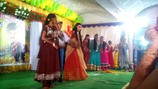 Naveena    DANCE(REMIX SONGS)