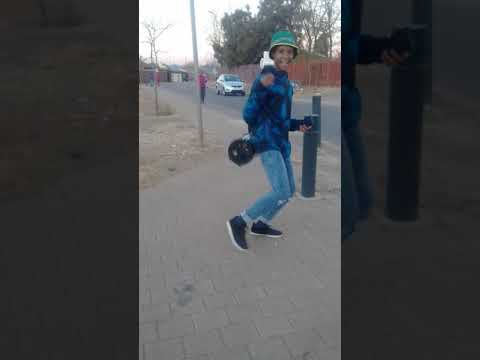 Boy dancing to Eminent Boyz - lolo