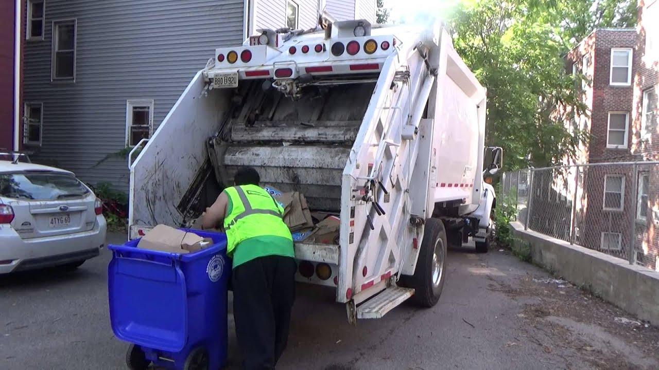 Casella waste services big truck rental ford f750 heil pt 1000 rear loader