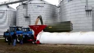 Техніка для пакування (розпакування) зерна в мішки (рукава). ЗПМ-180 в роботі.