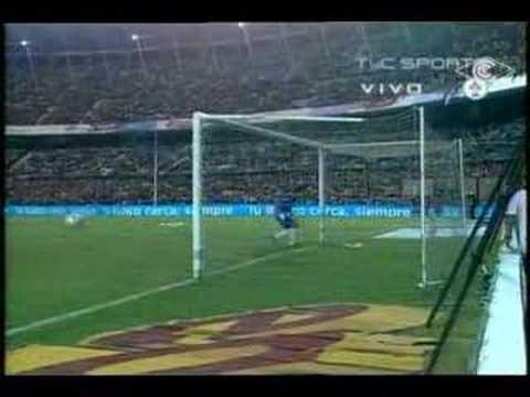 Golaso de Palermo de mitad de cancha a Independiente!