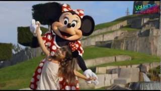 Vidéo Disneyland Paris - Visite du parc d'attractions(http://bit.ly/16LBAdO Les reporters de Voyages-sncf.com visitent Disneyland Paris. Embarquez avec eux dans le train pour le mythique parc d'attractions de ..., 2011-08-11T14:14:39.000Z)
