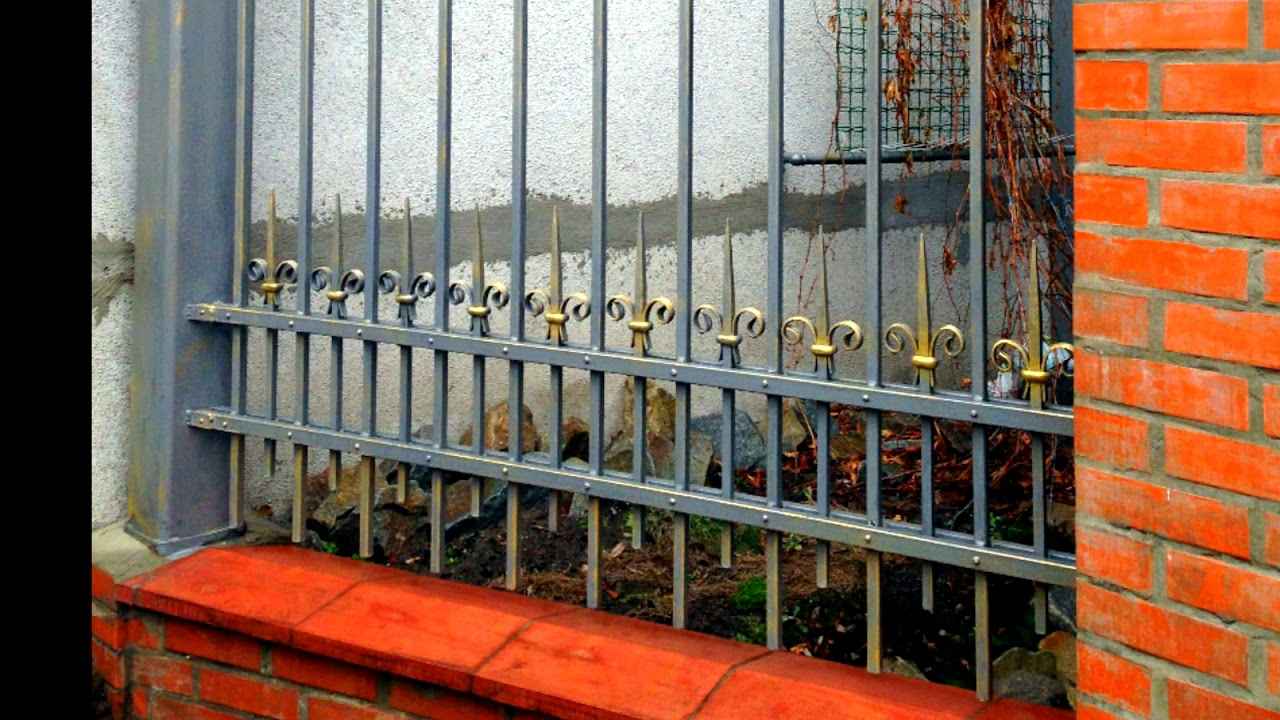 Строгий металлический забор в солидном стиле готовые кованые .
