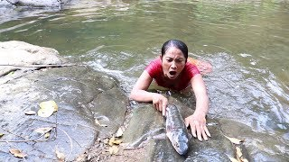 Catch a big fish in waterfall & grilled for food - Cook big fish eating delicious #60