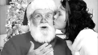 Amy Winehouse - I Saw Mummy Kissing Santa Claus.wmv