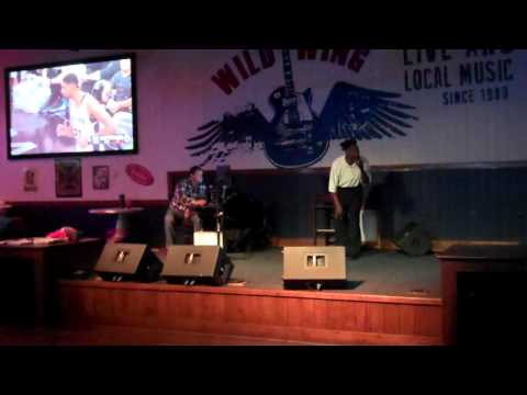 Leo Davis sings at Wild Wings Cafe.April.2016