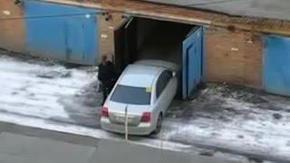 Как правильно ставить машину в гараж  (Пособие для женщин) / N-styдия