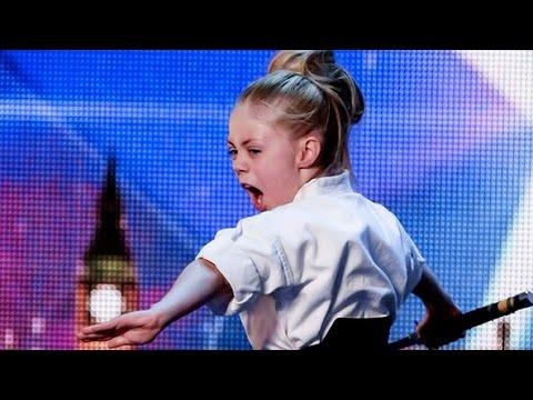 Девочка-каратистка на шоу талантов. Супер