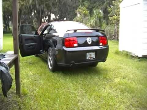 2005 Mustang Gt off road h pipe and flowmaster 44's - YouTube