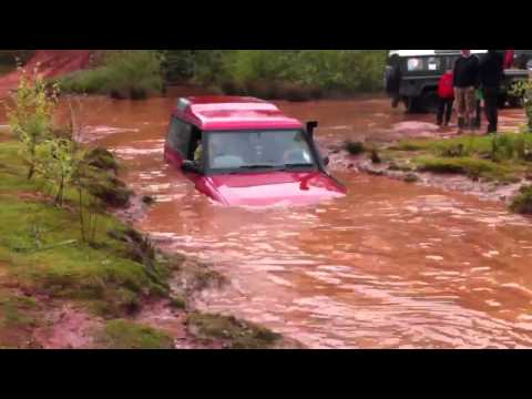 Land rover discovery 1 in the pit at hill n ditch