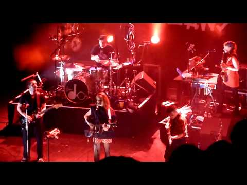 [HD] The Do - On My Shoulders (Live in Paris @ Le Trianon, March 9th, 2011).MTS