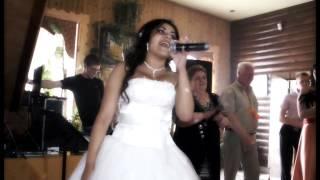 Невеста читает рэп на свадьбе