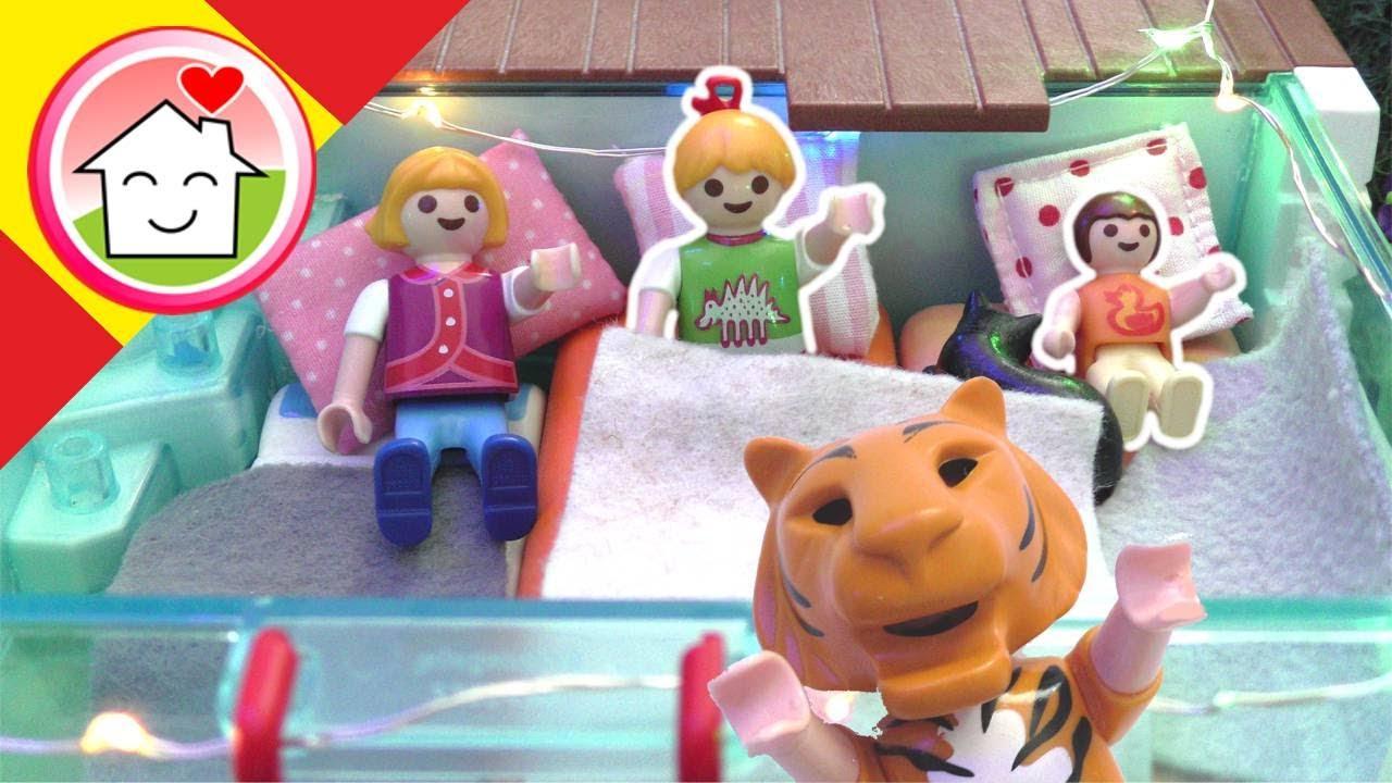 Playmobil en español Anna y Lena pasan la noche en la piscina - La Familia Hauser