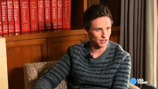 Eddie Redmayne gets critique from Stephen Hawking