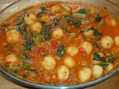 Bulgurbällchen mit Spinat und Tomatensoße-Ispanakli bulgur köftesi