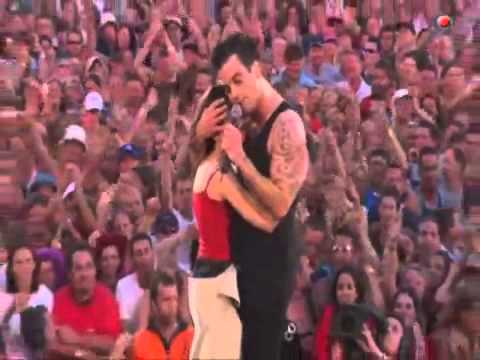 Robbie Williams live at Knebworth Come Undone