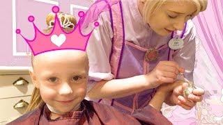 Stacy y va a un verdadero salón para princesas
