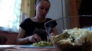 Салат «Оливье с мясом» нежнейший и вкусный 😛