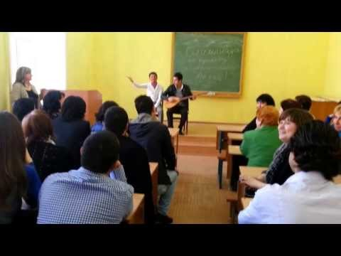 Odessa Kürt Öğrencilerinden bağlama eşliğinde Kürtçe şarkı.