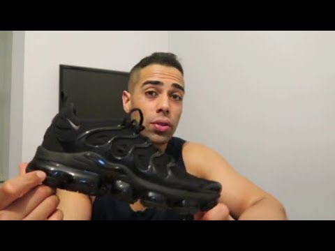 d03c7b0babf NIKE AIR VAPORMAX PLUS  TRIPLE BLACK  REVIEW   ON FOOT (1 MONTH AFTER  PURCHASE)
