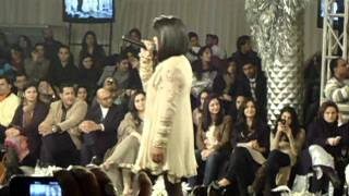 Download Hindi Video Songs - Humsafar by Qurat-ul-lain Balouch (QB) at L'oreal Bridal Week (PFDC)