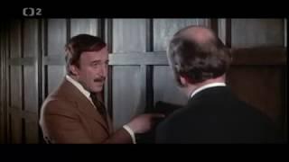 """Ružový panter znova zasahuje (1976): """"Tohle je soukromá tělocvična."""""""