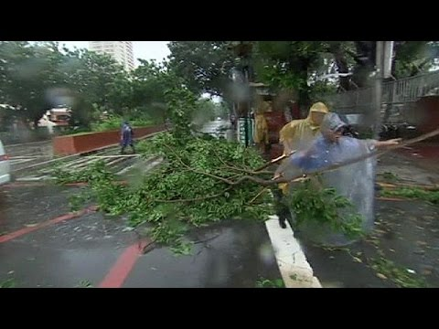 Typhoon Rammasun sweeps the Philippine capital of Manila - no comment