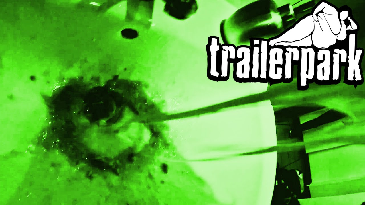 trailerpark-neongruner-auswurf-official-video-trailerpark