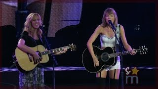 "Taylor Swift & Lisa Kudrow - ""Smelly Cat"" from ""Friends"" Clip at Staples Center"